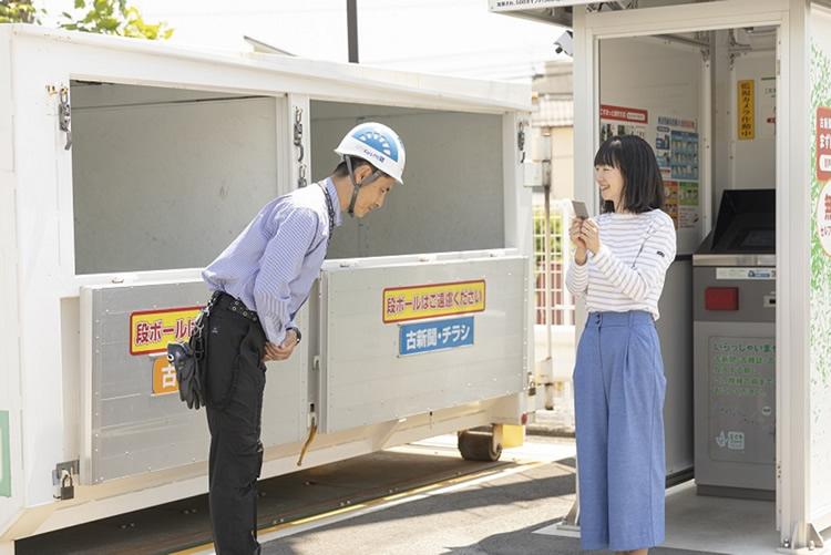 ドライバーの業務内容は、スーパーマーケット併設の古紙ボックスの回収作業がメインです。