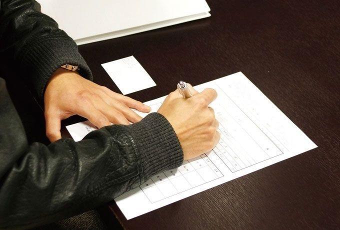 バイト応募の履歴書に貼る写真の服装、髪型のルール