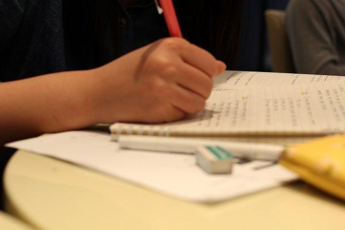 【大学生向け】テストのときに休めるバイトの見つけ方