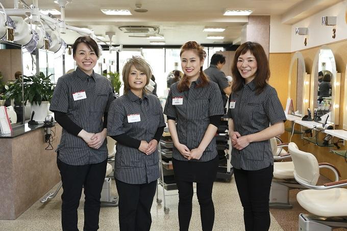 美容プラージュではベテランの主婦の方や、免許取得を目指す若いスタッフの方がおられました。