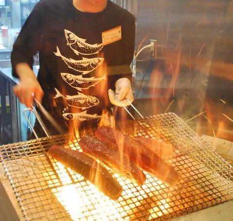 藁焼きかつおのたたきの調理