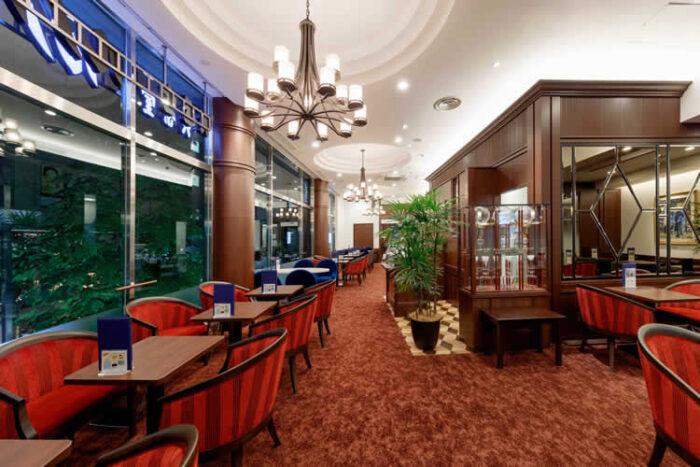 「喫茶室ルノアール」のアルバイトは、ホールとキッチンの両方を担当します。