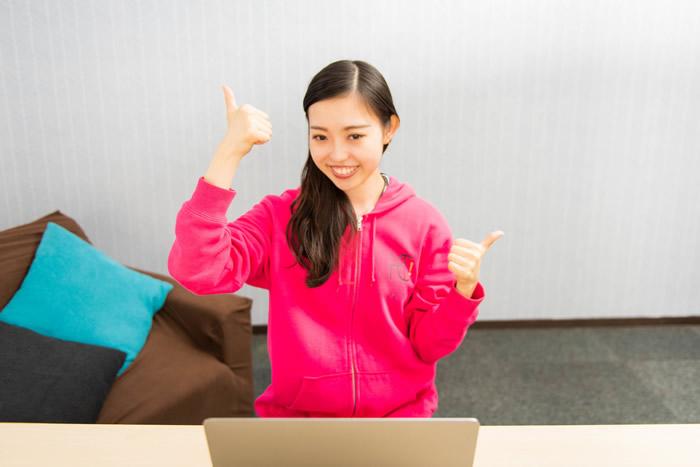 「グローバルクラウン」の英会話講師は、16歳以上が対象。日本語と英語をネイティブレベルで話せる語学力と、オンラインレッスンを行うにあたってのネット環境が整っていることが主な要件です。
