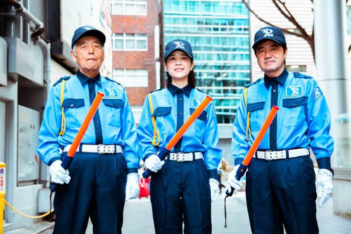 東亜警備保障は工事・建築現場などで車や歩行者の誘導をはじめ、イベント会場の雑踏警備、オフィスビルや工場、病院、ホテルなどの施設警備を行っています。