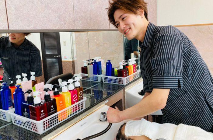 阪南理美容株式会社が運営する「プラージュ」は、1960年の創業から50年以上の歴史があり、全国に730店舗以上を展開する業界最大手。