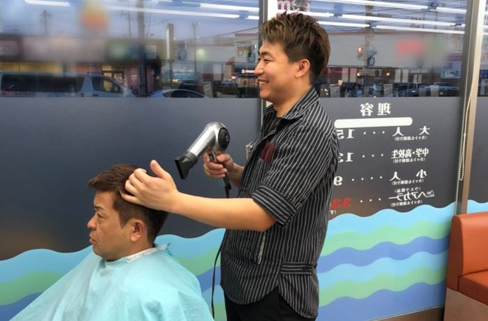 阪南理美容株式会社が運営する「プラージュ」は、1960年の創業から60年以上の歴史があり、全国に730店舗以上を展開する業界最大手。