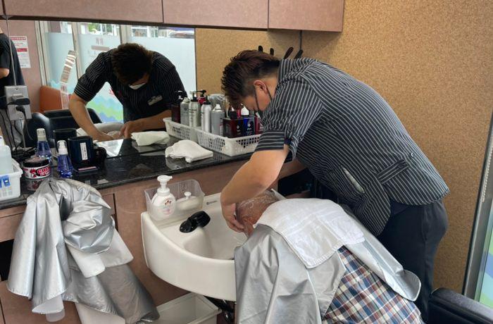理容師見習いは、一人前の理容師になるための最初のステップです。技術者の指示のもとで業務を補助し、技術や接客スキルを身につけていきます。